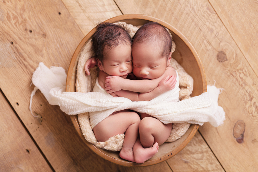 2129 Ottawa Newborn Twin Photographer