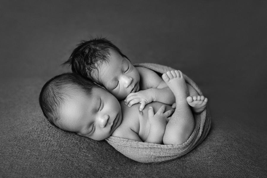 2245bw Ottawa Newborn Twin Photographer