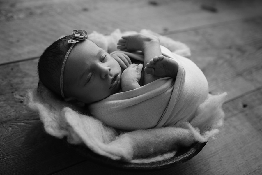 8828BW Ottawa Newborn Photography