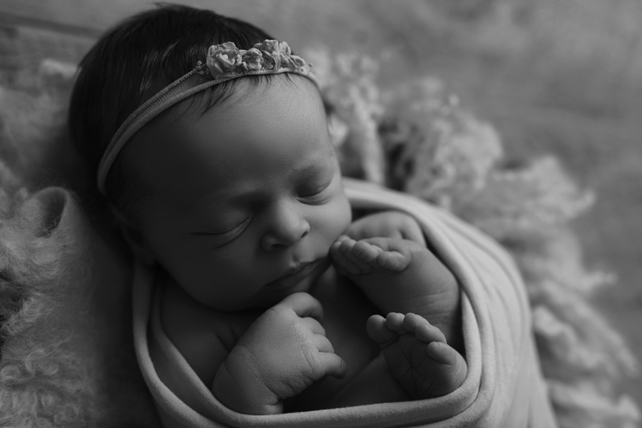 Ottawa Newborn Photographer IMG_1398_BW