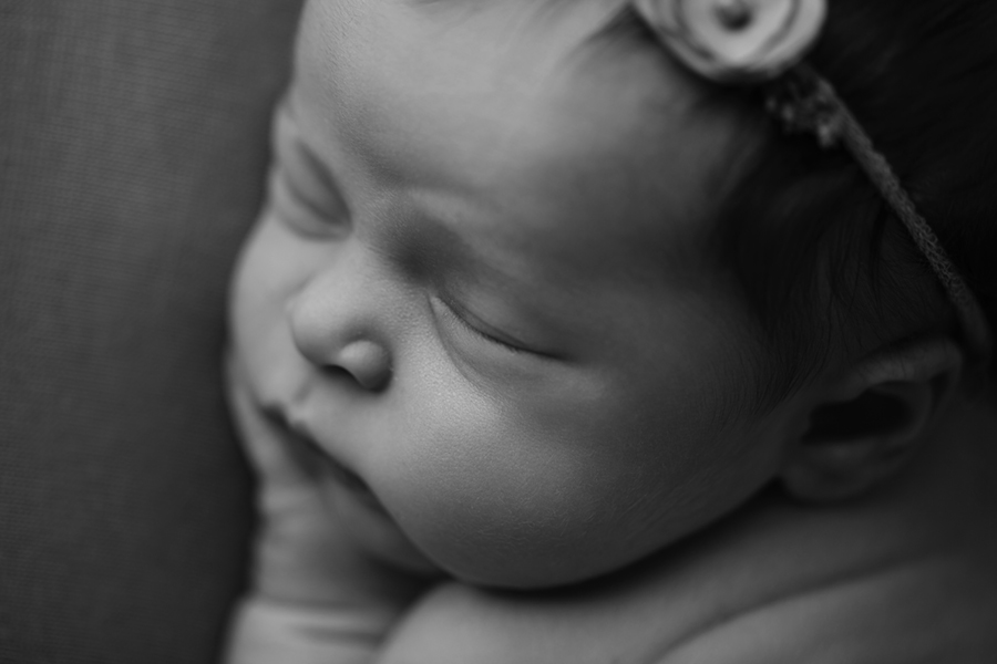 Ottawa Newborn Photographer IMG_1424_BW