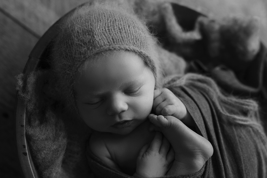 IMG_2500_BW Ottawa Newborn Photography